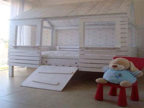 fabriquer une chambre en 34 idées de lit en palette bois a faire pour la chambre
