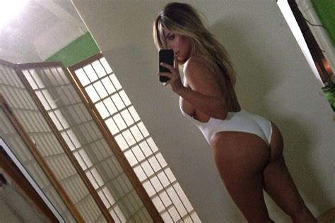 How To Tell A Two Way Mirror by The 16 Most Memorable Celebrity Selfies Of 2013 New York