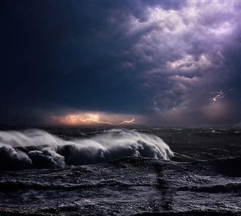 dynamic    ocean  powerful storms