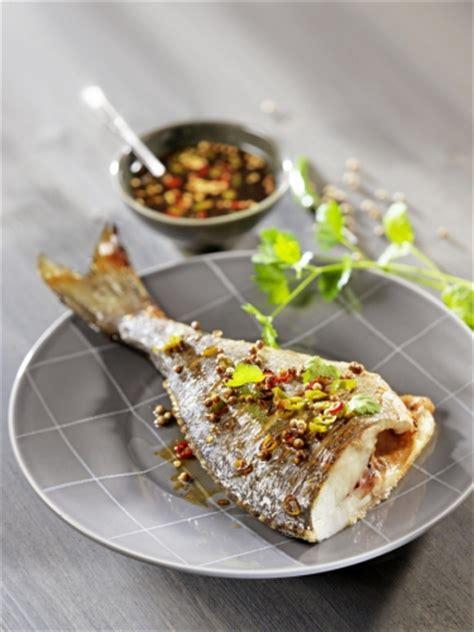 cuisiner du poisson au four cuisiner le poisson au four avec nos conseils et recettes pavillon