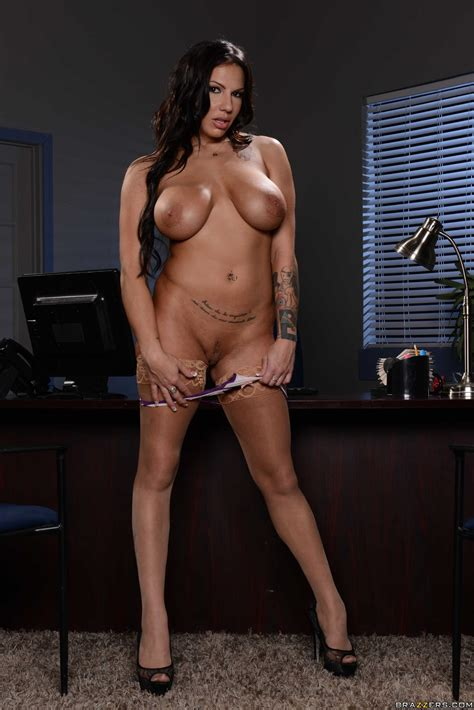 Busty Secretary Is Showing Her Tits Photos Lylith Lavey