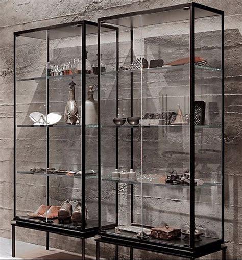 model lemari kaca  ruangan kelihatan lebih lega