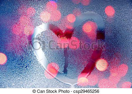 nasse fenster über nacht herz ziehen licht regen glas form nasse nacht