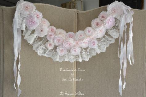 guirlande papier crépon guirlande roses et fleurs papier cr 233 pon shabby romantique le grenier d