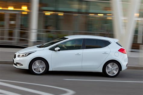 2012 Kia Hatchback by Kia Ceed Hatchback Review 2012 Parkers