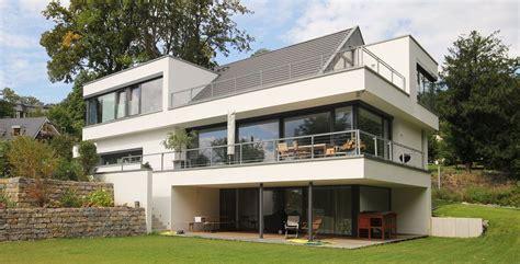 Moderne Häuser Mit Satteldach Am Hang by Architektenhaus Satteldach In Moderner Architektur Bauen