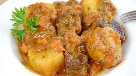 cuisiner le jarret de boeuf ragoût de boeuf aux pommes de terre recette par tchop