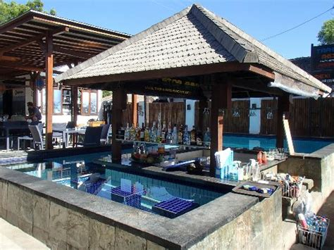 trawangan dive resort swim up bar picture of trawangan dive resort gili