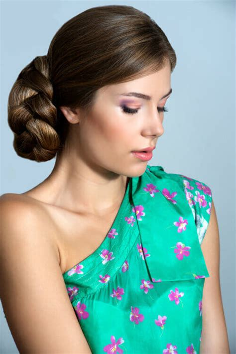 14 Simple Updos That Are Still Breathtaking