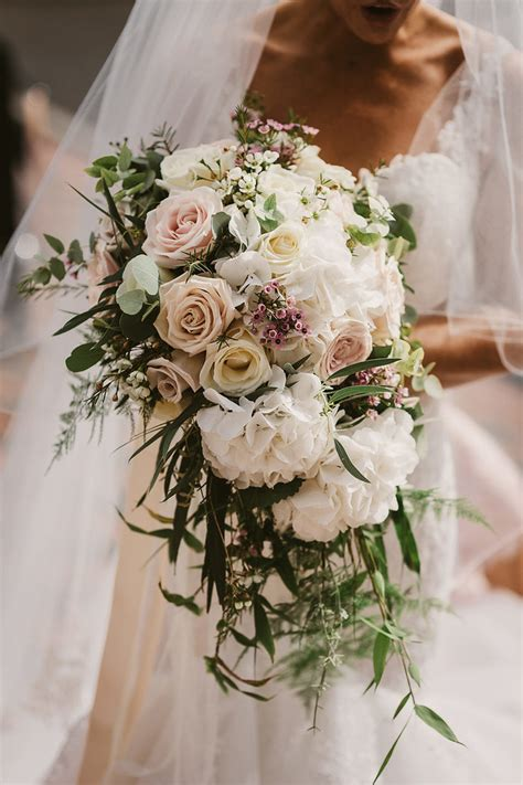 Wedding Flowers by Top Wedding Flower Trends For 2018 Weddingsonline