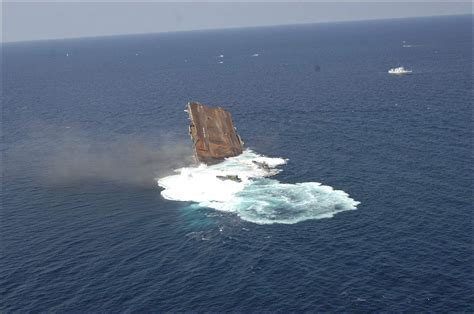 uss america sinking photos sinking of the aircraft carrier uss oriskany may 17 2006