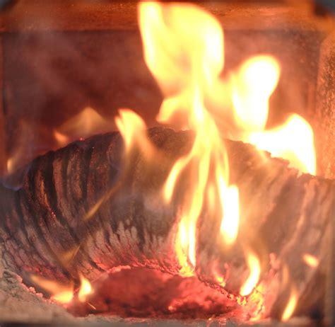 UK heat logs review