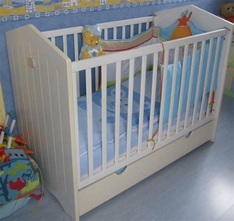 chambre tinos autour de bébé lit sauthon thème et tour de lit et gigoteuse