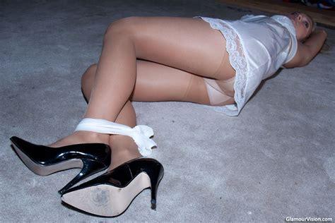 foto de Tied in slip hose and heels hose and heels Slip