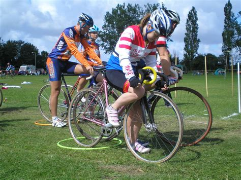 Grass Track Cycling, Sprinting And