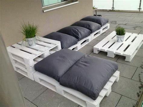 canapé avec des palettes le fauteuil en palette est le favori incontesté pour la saison