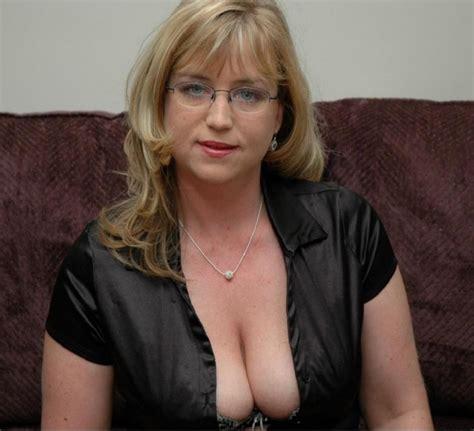Mature downblouse cleavage see thru amateurs - Picsninja.com