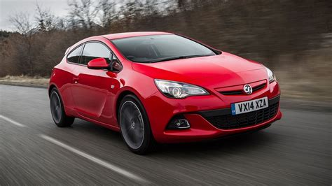 Vauxhall Astra GTC Coupe (2011 - ) review   Auto Trader UK