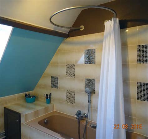 rideaux chambre fille baignoire en sous pente et solution circulaire de