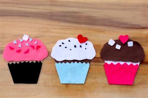 how to build a felt cupcake alpha 237 | felt cupcake 3