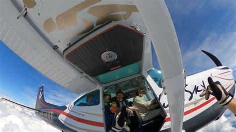Limbažu lidlaukā pirmo reizi tik vērienīgs avio šovs ...