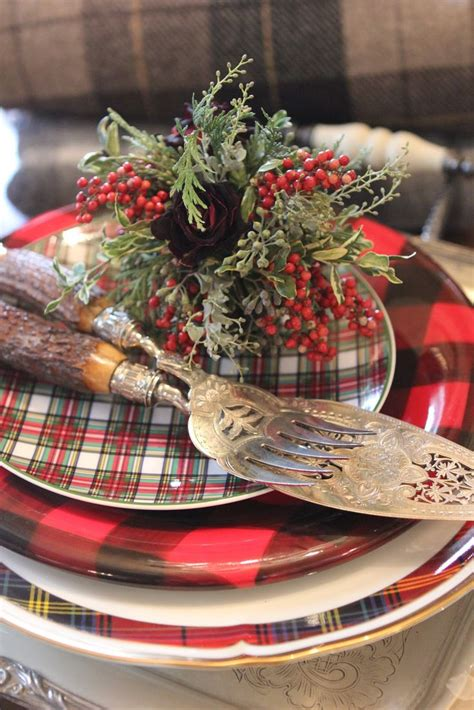 15 Traditional Red Christmas Tablescape Ideas…and The