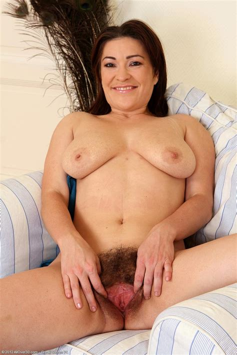 Horny All Natural Mature Spreads Pussy Pichunter