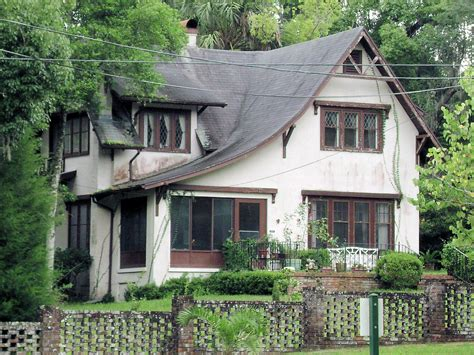 English Cottage Style  208 East Pennsylvania Avenue