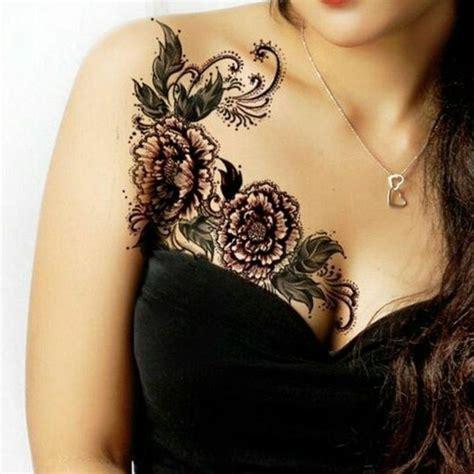 tattoovorlagen brust frau brust blumen und schmetterling geniale tattoos tattoos frauen coole tattoos und