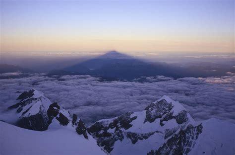 l ombre du mont blanc mont blanc alpes a fleur de montagnes