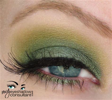 spotlight  mac humid  eyeshadow consultant