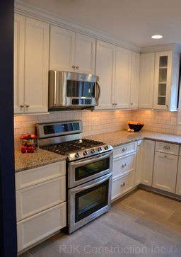 cabinet lighting on azul platino granite and white