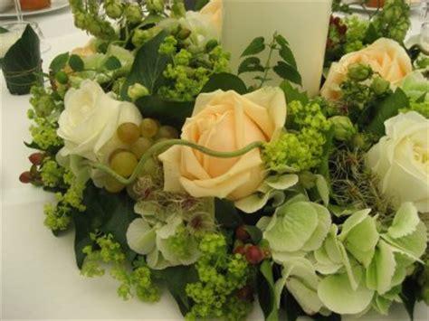 Kleine Blumengestecke Selbst Gemacht by Die Weinranken Am Tisch Schauen Auch Sehr Nett Aus Obwohl