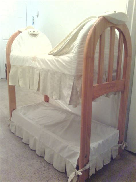 Eddie Bauer Rocking Chair by Eddie Bauer Musical Rocking Bassinet Ebay