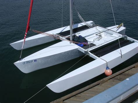 Trimaran Sailboat by Trimaran Hull Design What Type Of Rig Is It Designed To