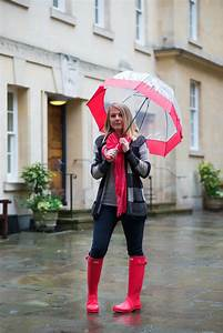 Rainy Days In Bright Coral Wellies | Raindrops of Sapphire  Wearing