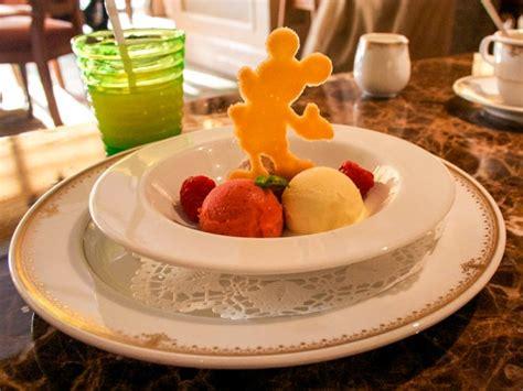disney cuisine the do 39 s and don 39 ts of dining at a disney theme park