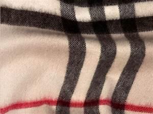 Stoff Burberry Muster : der klassische kaschmirschal mit check muster in ~ Michelbontemps.com Haus und Dekorationen