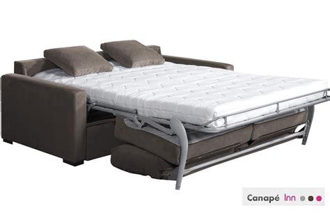 assise de canapé les avantages du canapé convertible familizine
