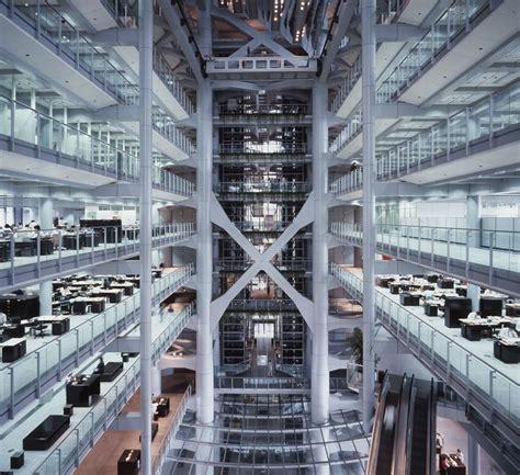 vghuioew: High tech architecture