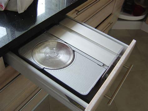 trancheuse cuisine une trancheuse électrique escamotable dans un tiroir photo de ma cuisine les recettes à l 39