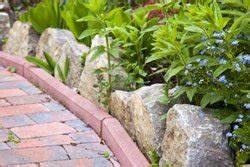 Wege Im Garten Anlegen : rindenmulch ausbringen so wird s gemacht ~ Buech-reservation.com Haus und Dekorationen