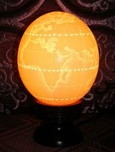 Oeuf D Autruche : peinture oeuf d 39 autruche grav lampe carte du monde ~ Melissatoandfro.com Idées de Décoration