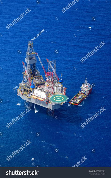 Offshore Drilling Boats by The Offshore Drilling Rig And Supply Boat Top View