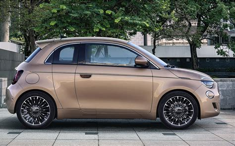 Thanks to its technology, new 500 is safer than ever: The strange Fiat 500e 3 + 1 electric car | Electric Hunter