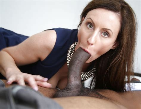 Mature Porn Photos British Milf Lara Latex Sucking