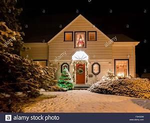 Viktorianisches Haus Kaufen : ein haus verziert mit kranz kranz und weihnachten lichter ein einer klaren winternacht ~ Indierocktalk.com Haus und Dekorationen