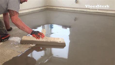 badkamer tegels eruit halen vloersterk egaliseren vloer woning na verwijderen oude
