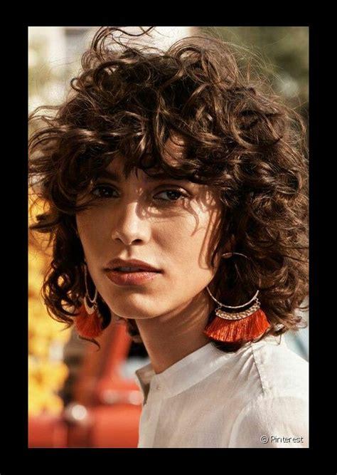 inspirate  estos  cortes  cabello rizado