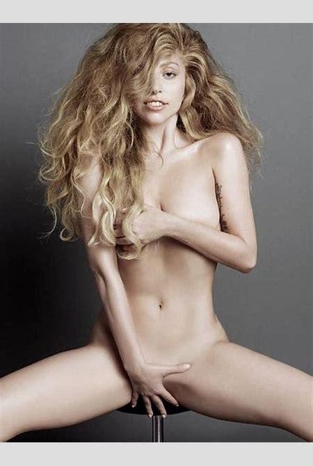 Lady Gaga cul nu dans la forêt pour une cause artistique